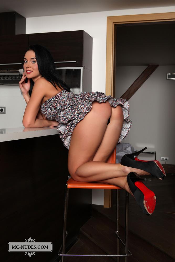 katie-nude-ass-kitchen-mcnudes-05