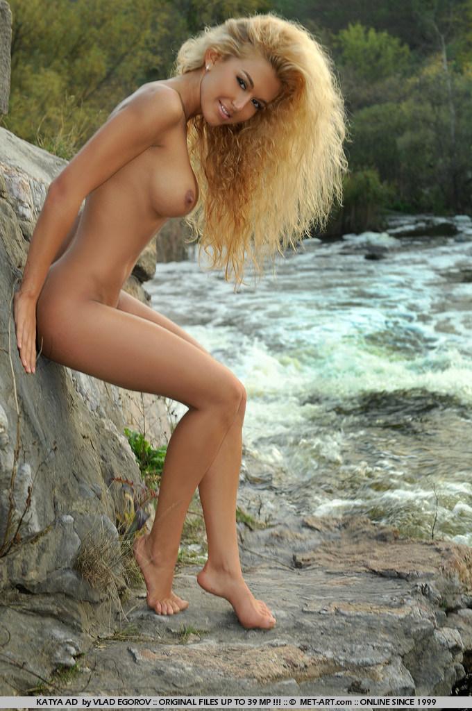 katya-ad-blonde-river-naked-metart-07