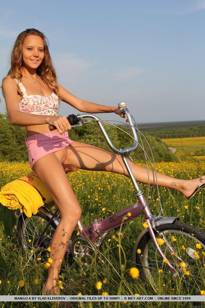 mango-a-bike-met-art-07