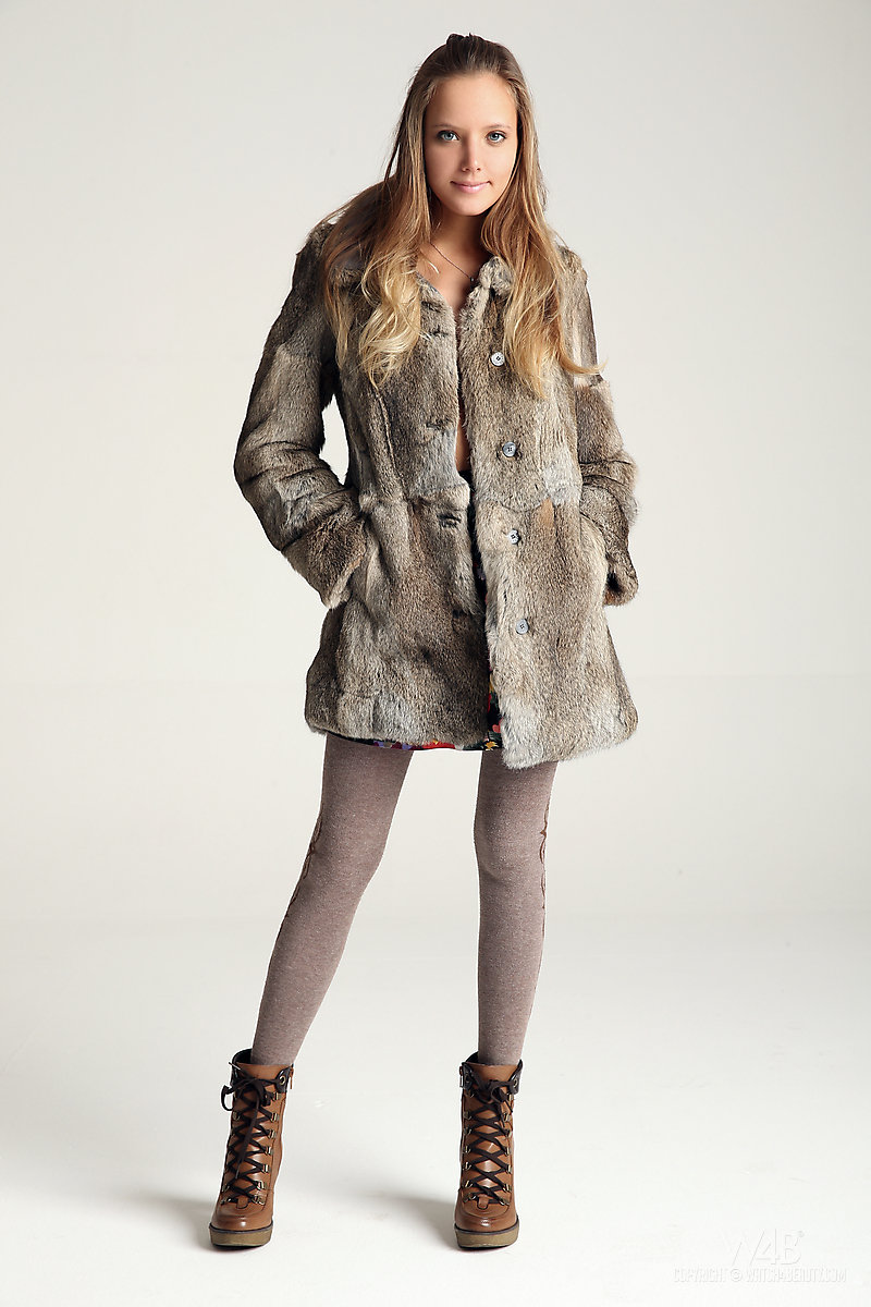 katya-clover-fur-tights-watch4beauty-01
