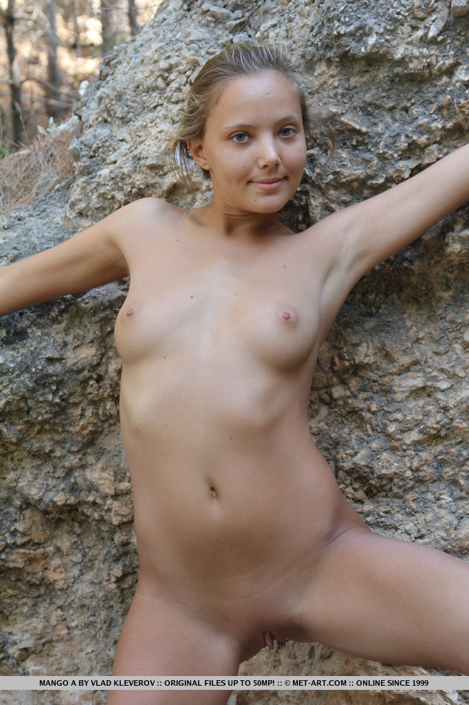 mango-a-outdoor-nude-yellow-dress-metart-14