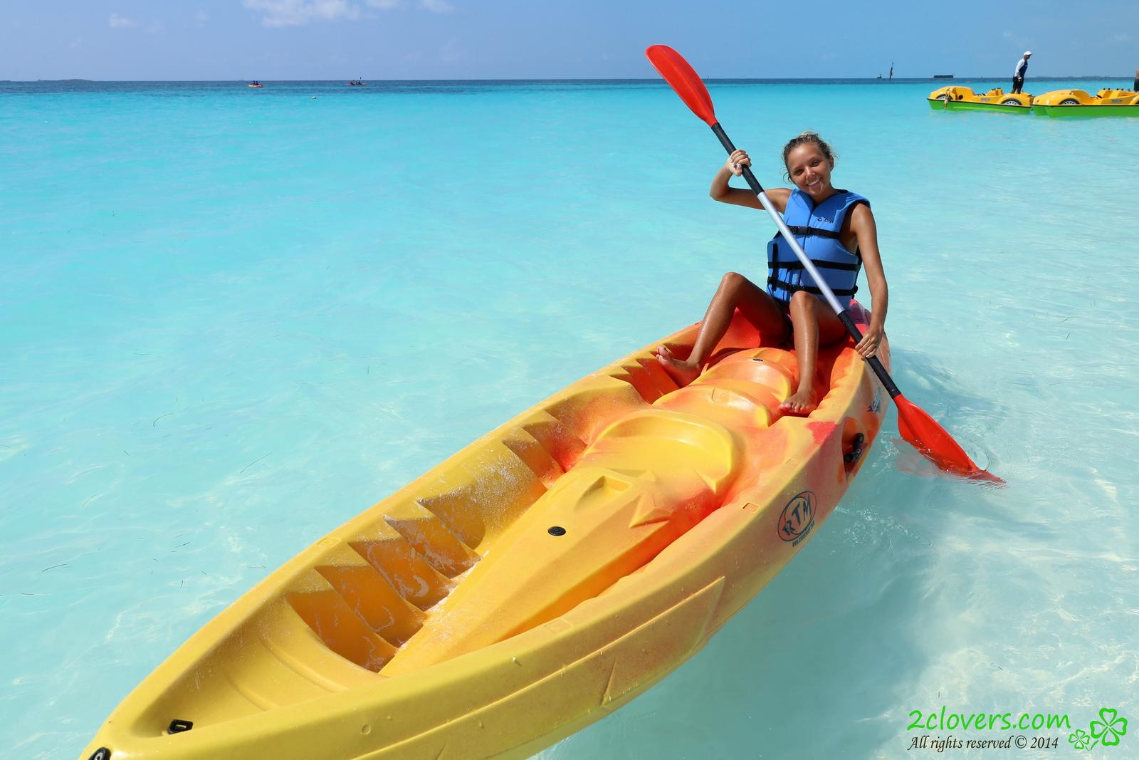 katya-clover-naked-on-sirena-beach-seaside-2clovers-01