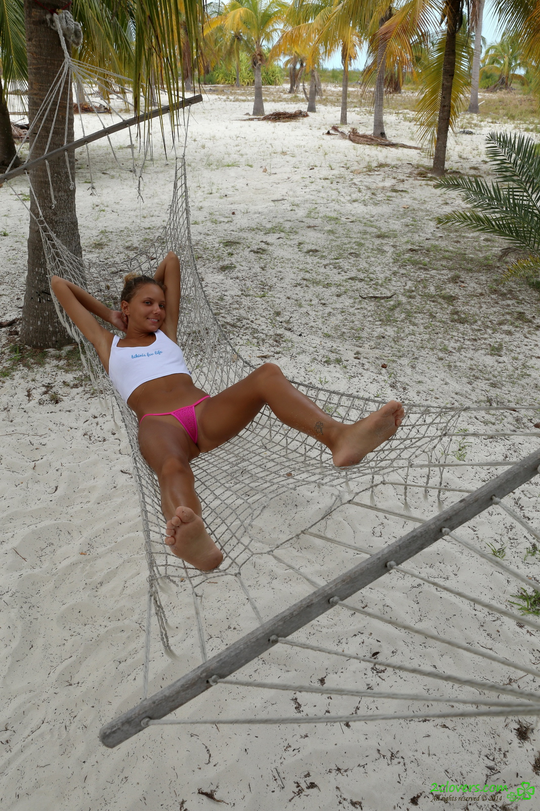 katya-clover-naked-on-sirena-beach-seaside-2clovers-14