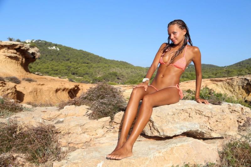 clover-holidays-bikini-sexart-01