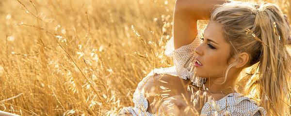 Kayla Rae Reid – Sunny meadow