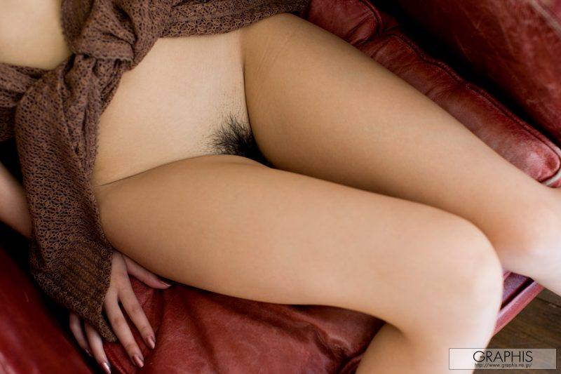 kazuki-asou-red-armchair-nude-graphis-10