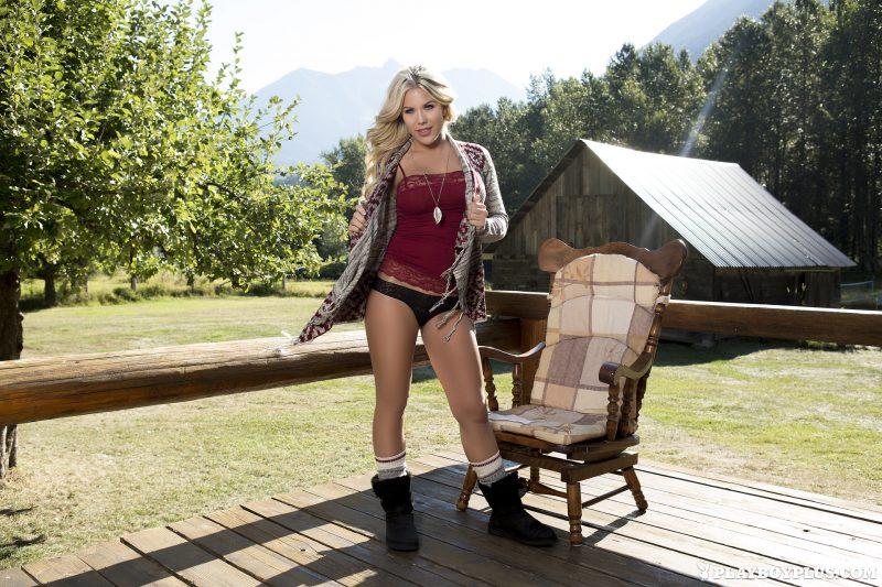 kellie-smith-countryside-farm-nude-playboy-01