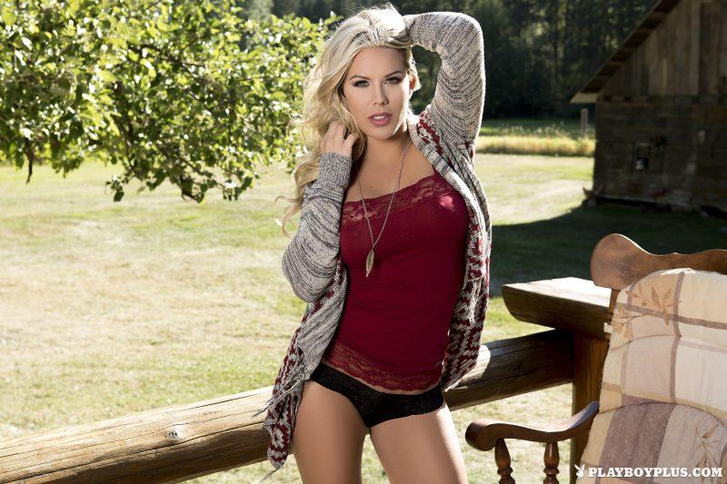 kellie-smith-countryside-farm-nude-playboy-02