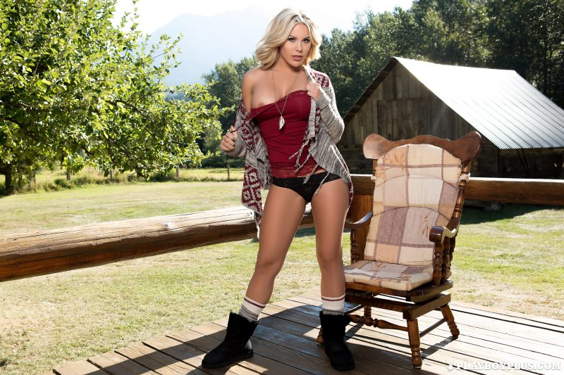 kellie-smith-countryside-farm-nude-playboy-08