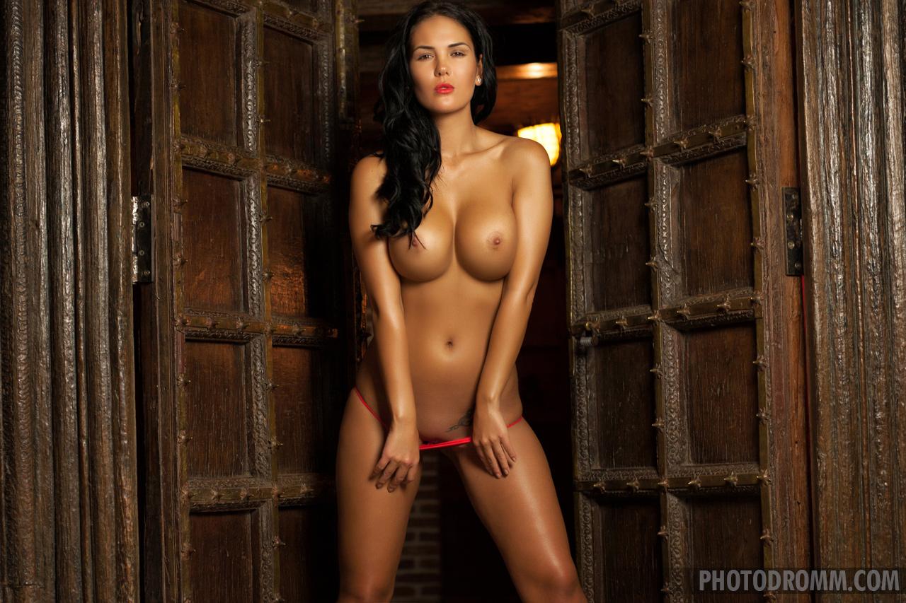 kendra-tits-nude-brunette-red-nighty-photodromm-06