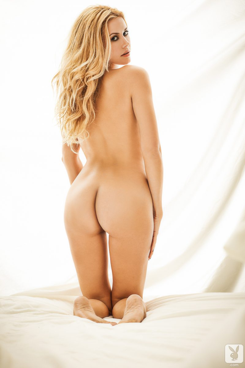 kennedy-summers-playmate-of-year-2014-playboy-17