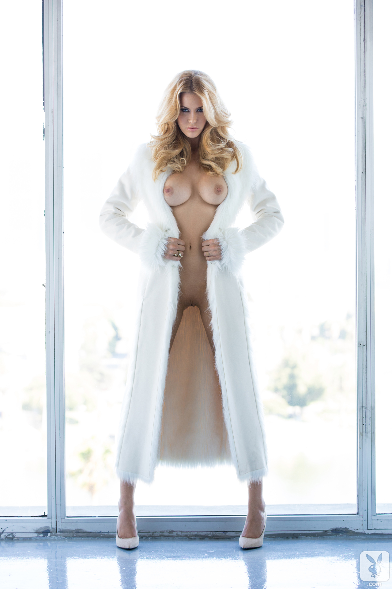 kennedy-summers-miss-december-2013-playboy-17