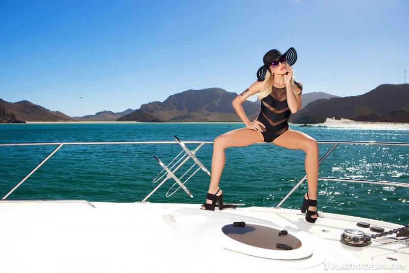 khlo-terae-hat-yacht-playboy-02