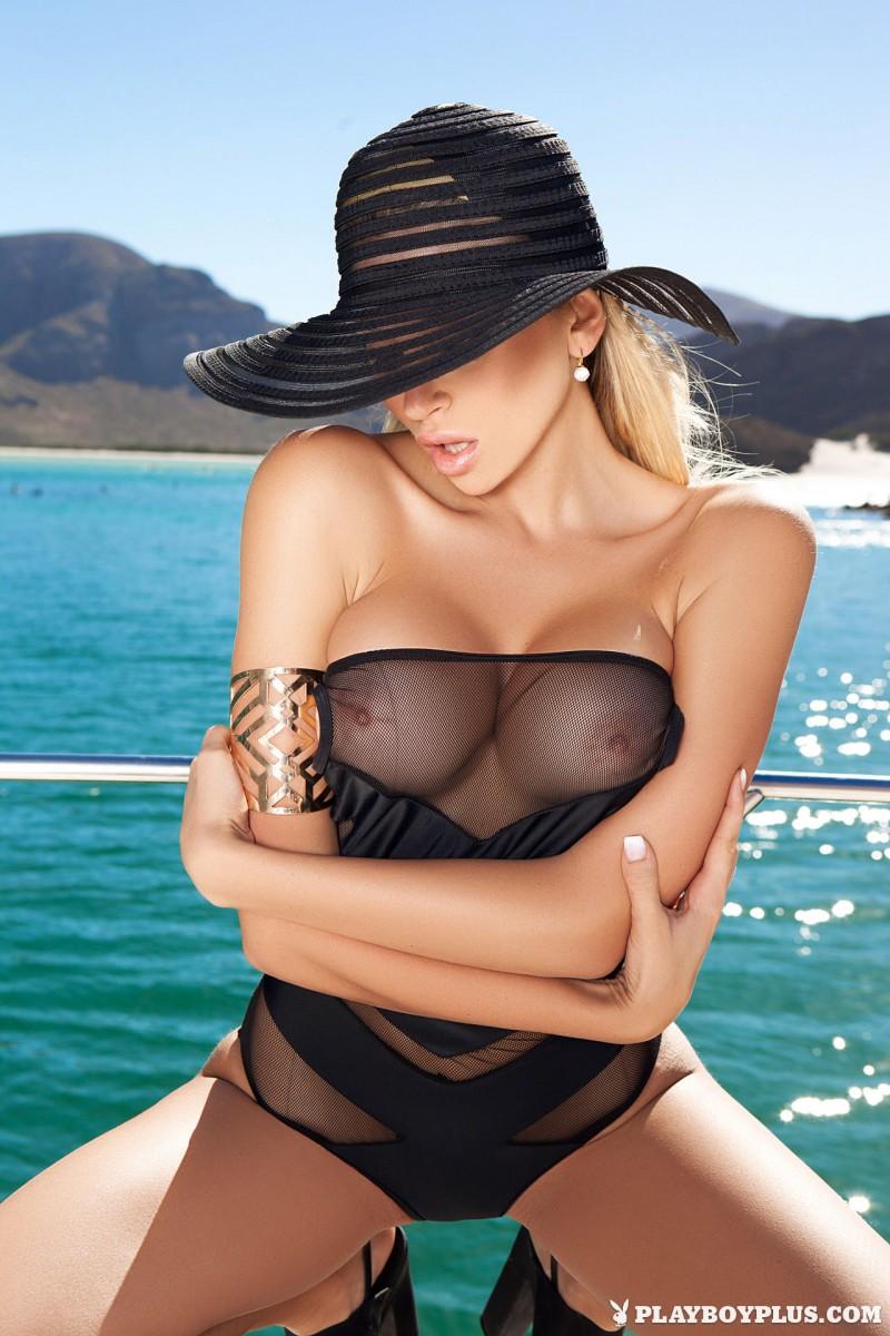 khlo-terae-hat-yacht-playboy-05