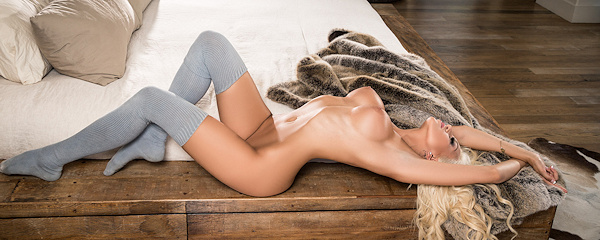 Khloë Terae – Over the knee socks