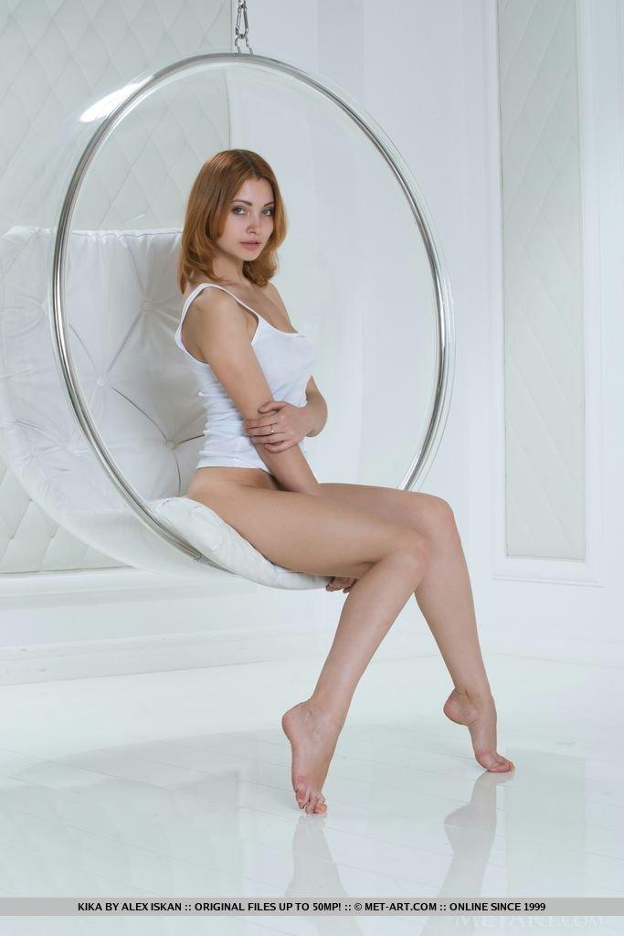 kika-bubble-chair-redhead-metart-04
