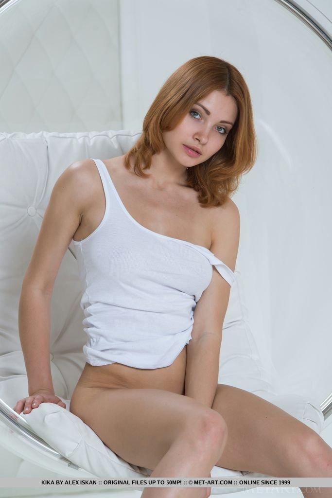 kika-bubble-chair-redhead-metart-05