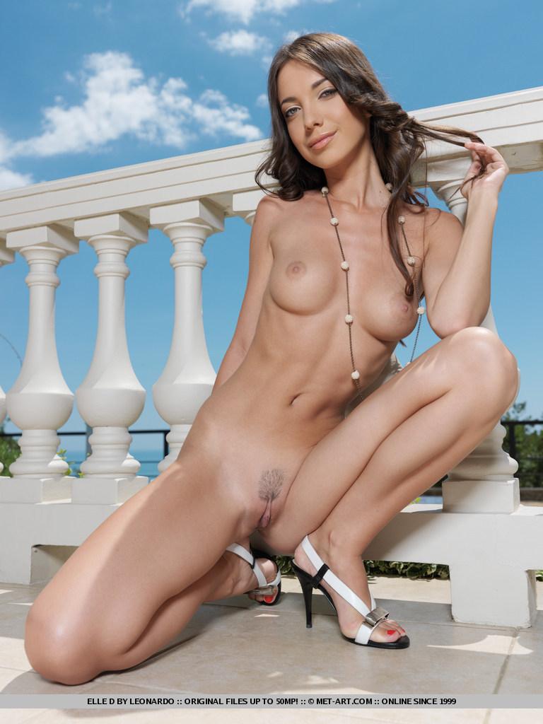elle-d-skinny-nude-balcony-metart-09