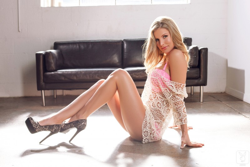 kimber-cox-nude-legs-for-days-02