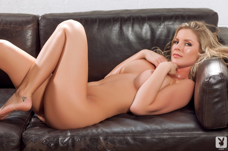 kimber-cox-nude-legs-for-days-21