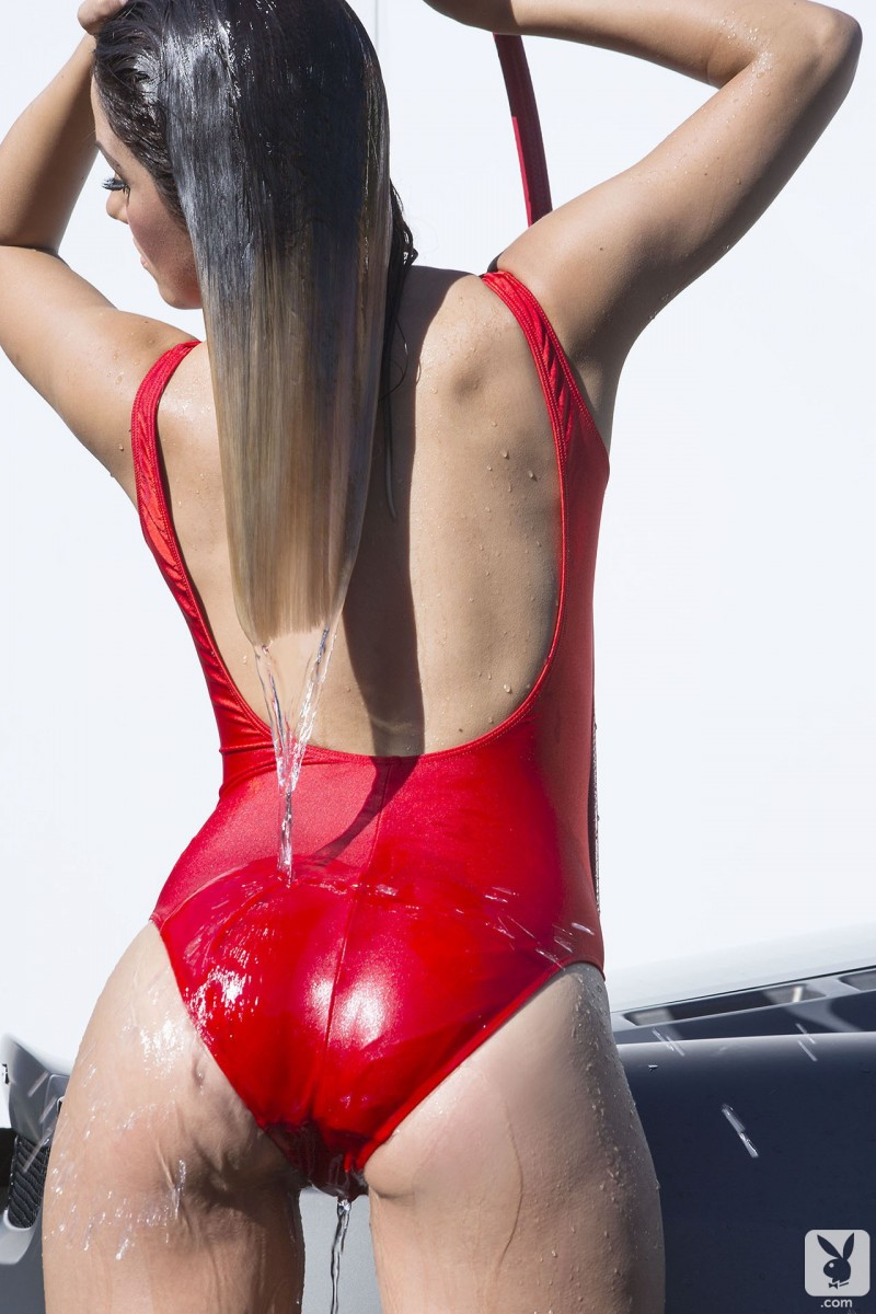 kimberly-kisselovich-ferrari-carwash-playboy-01