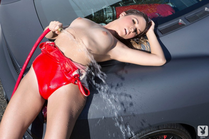 kimberly-kisselovich-ferrari-carwash-playboy-02