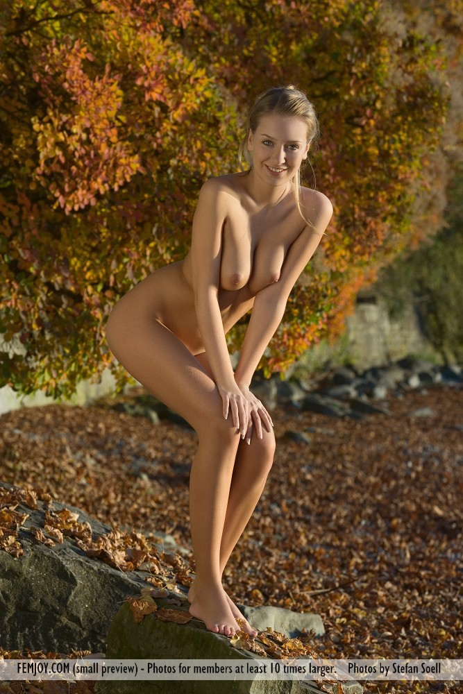 kinga-nude-autumn-femjoy-09