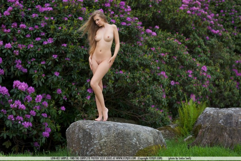 kinga-nude-nature-femjoy-01