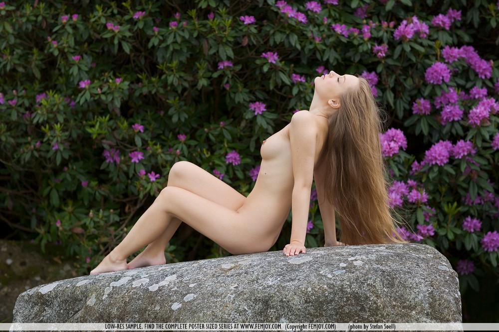 kinga-nude-nature-femjoy-04
