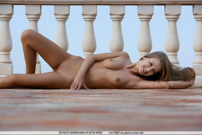 kinga-balcony-femjoy-12