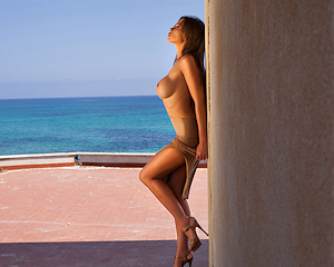 kirstin-seaside-boobs-nude-photodromm