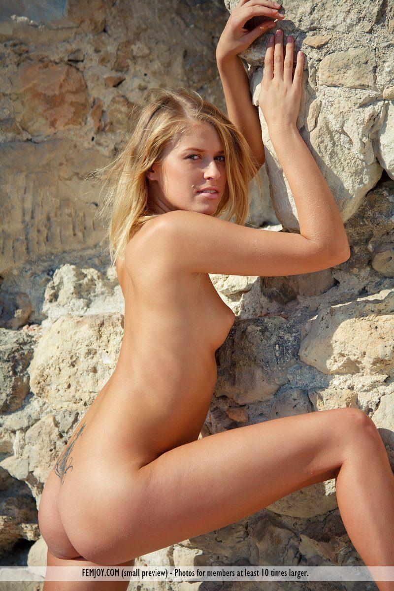 emilia-d-blonde-rocks-nude-femjoy-01