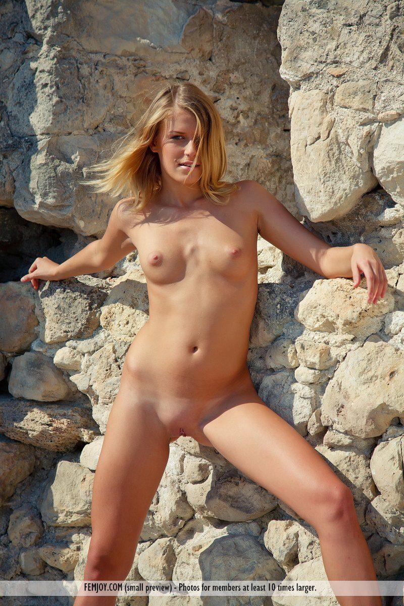 emilia-d-blonde-rocks-nude-femjoy-03