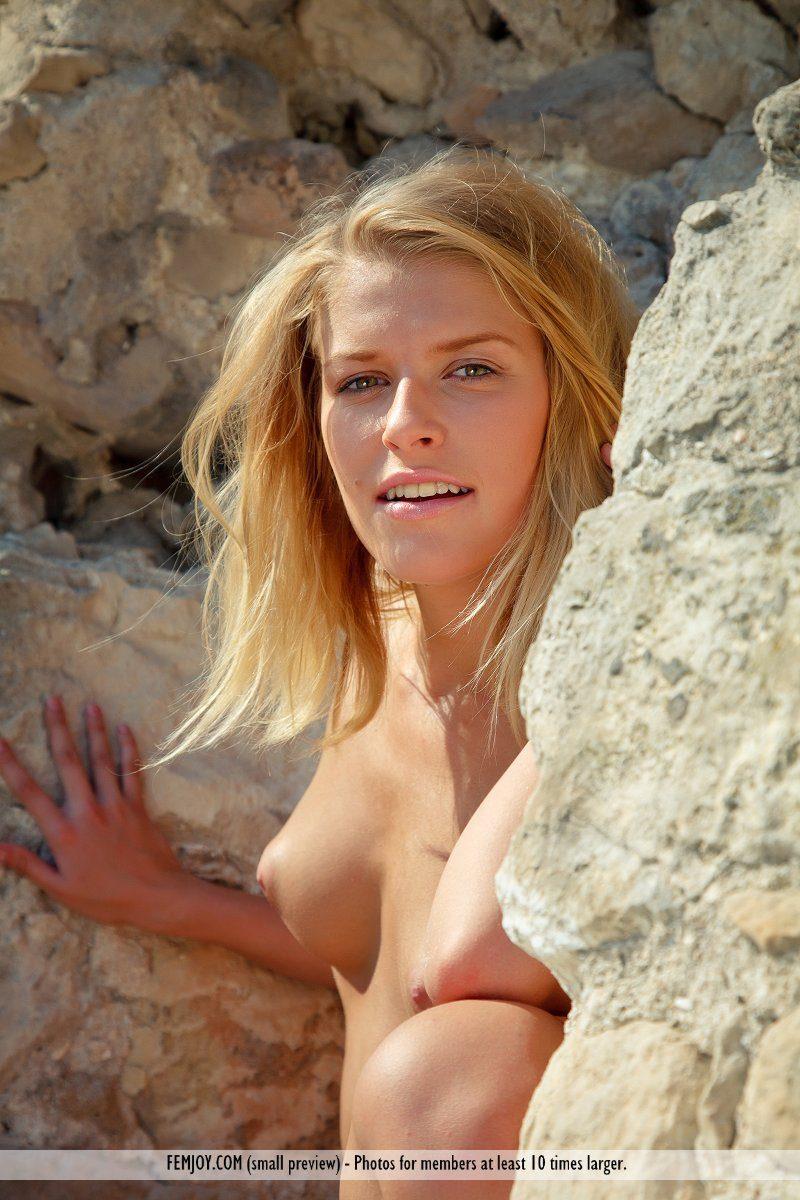 emilia-d-blonde-rocks-nude-femjoy-13