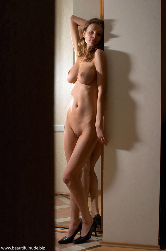 kristina-boobs-mirror-peter-janhans-02