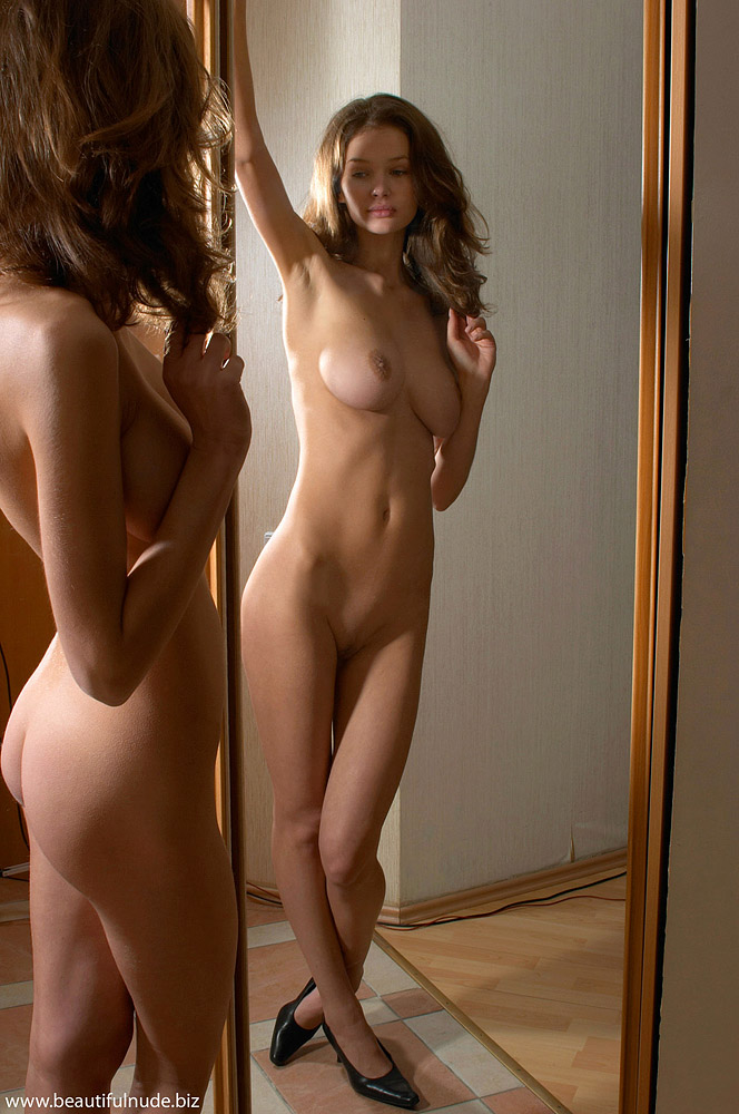 kristina-boobs-mirror-peter-janhans-10