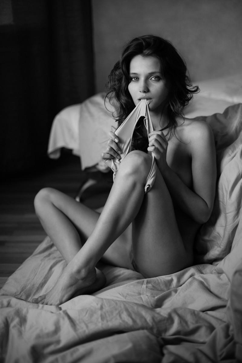 kristin-makarova-naked-erotic-kris-strange-13