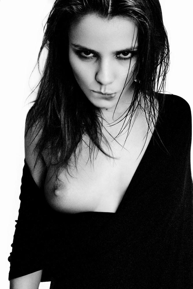 kris-strange-erotic-nude-kristin-makarova-48