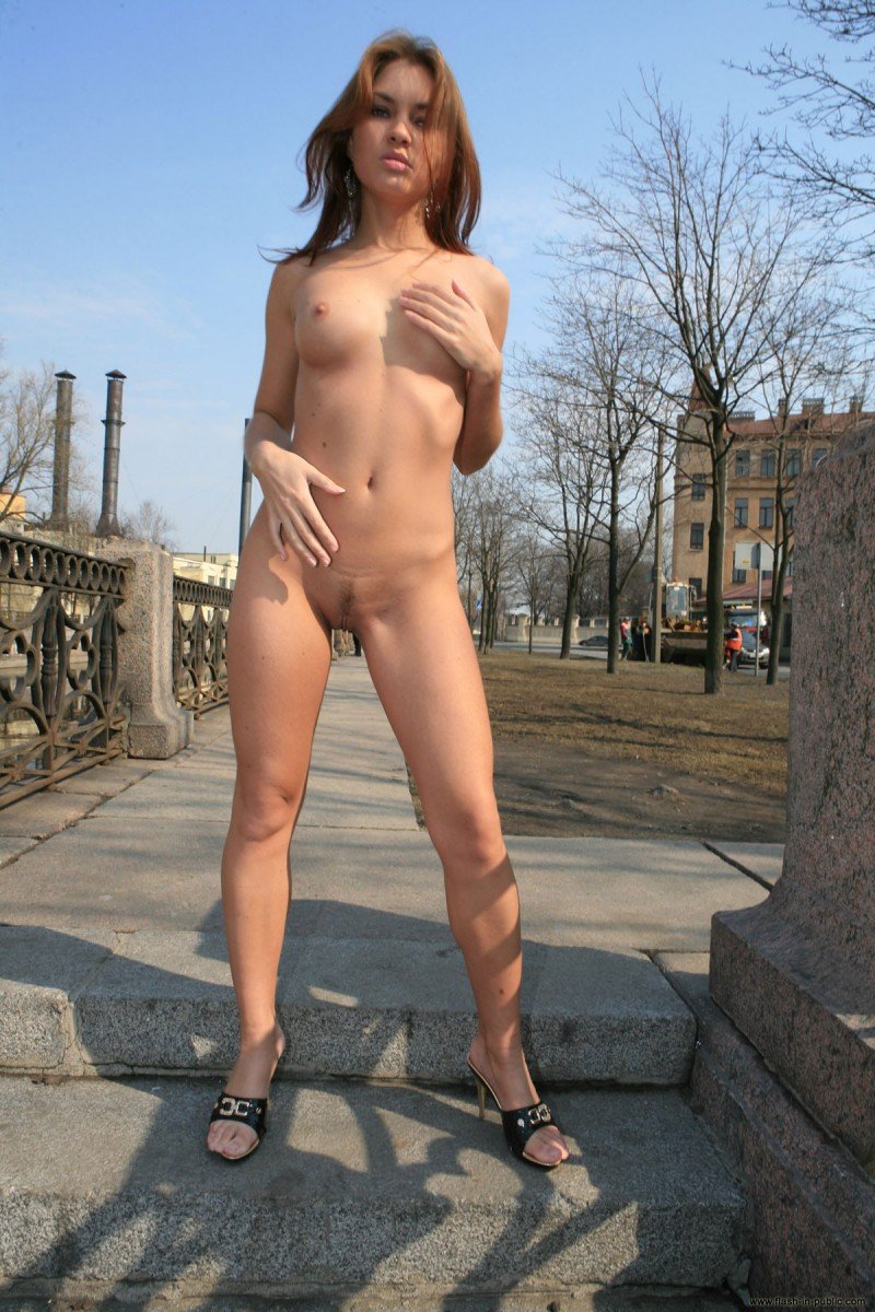 kristina-anglers-flash-in-public-nude-04