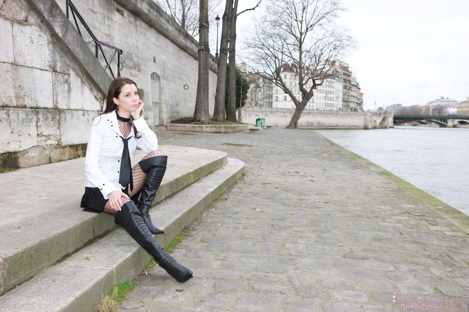 laetitia-fishnet-bodystocking-public-nude-river-petites-parisiennes-04