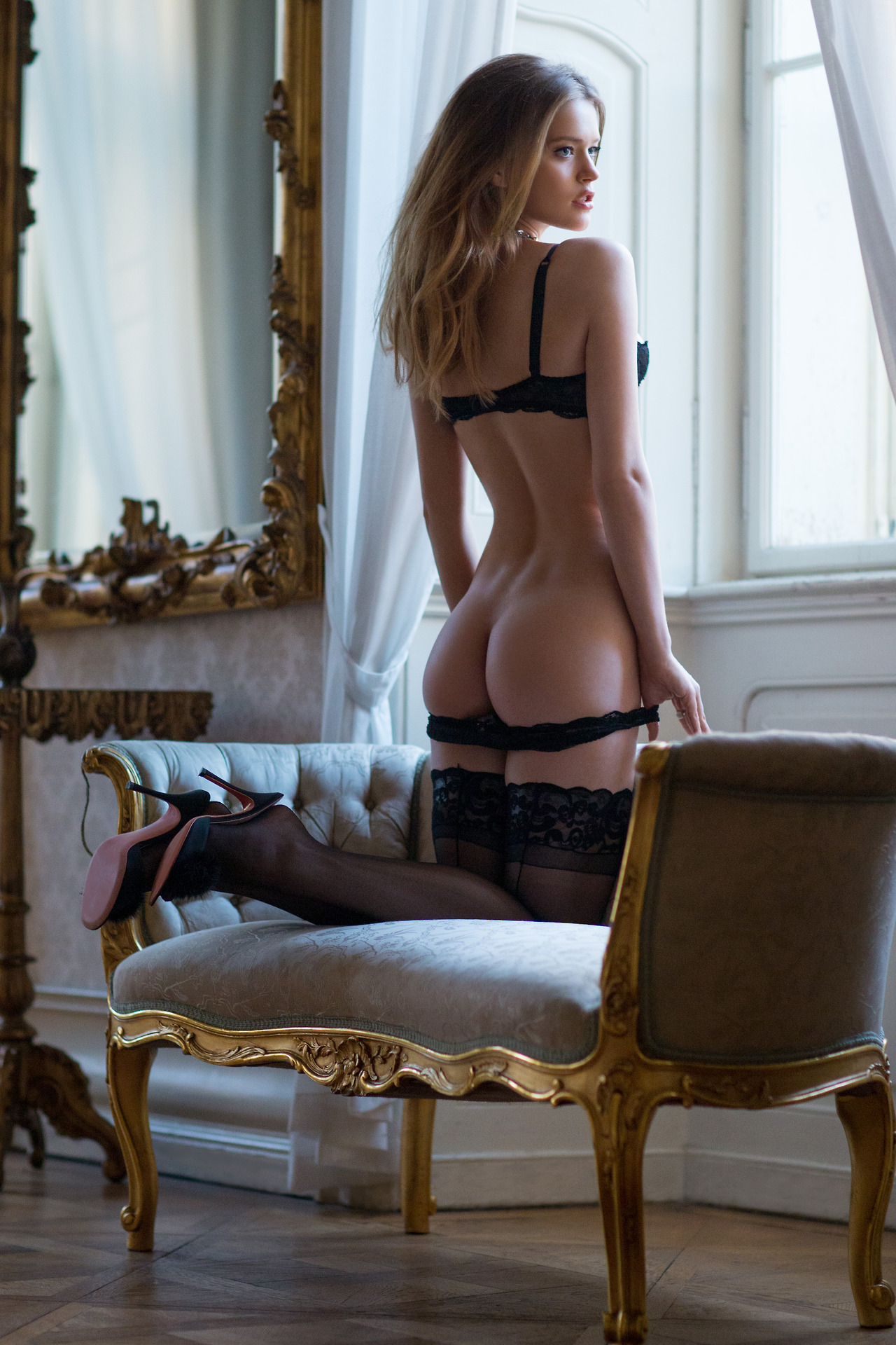 Pictorial: Lingerie RedBust