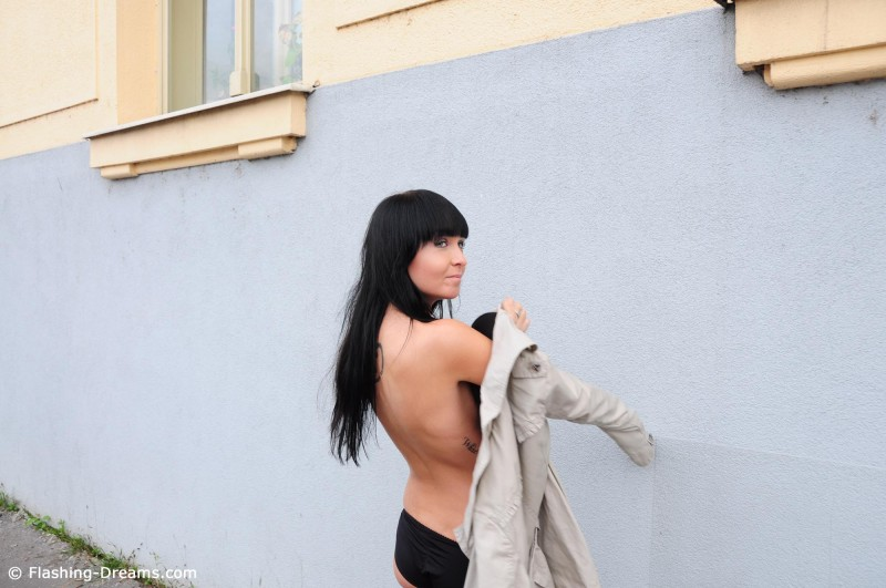 laura-nude-prague-public-flashing-dreams-09