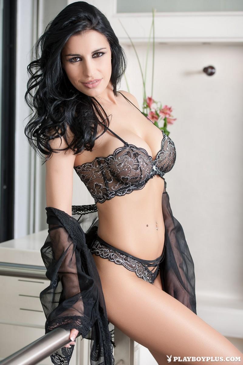 laura-cattay-lingerie-bedroom-playboy-01