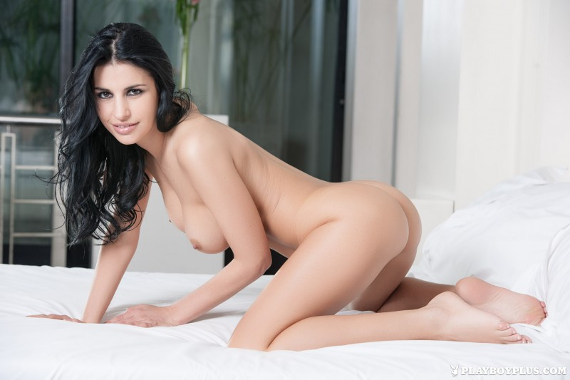 laura-cattay-lingerie-bedroom-playboy-18