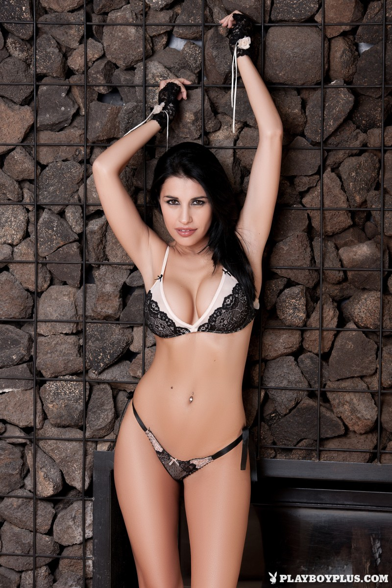 laura-cattay-lingerie-high-heels-naked-playboy-03