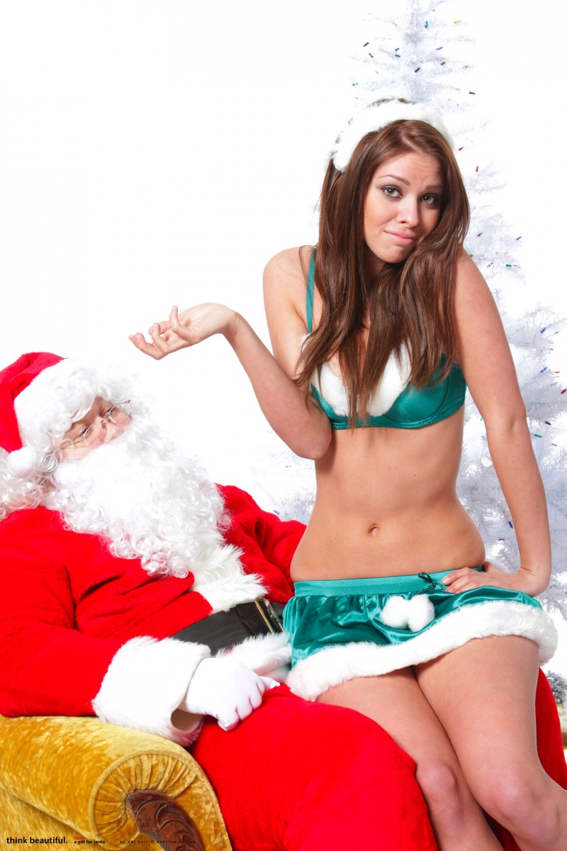 laura-christina-santa-helper-nude-bodyinmind-02
