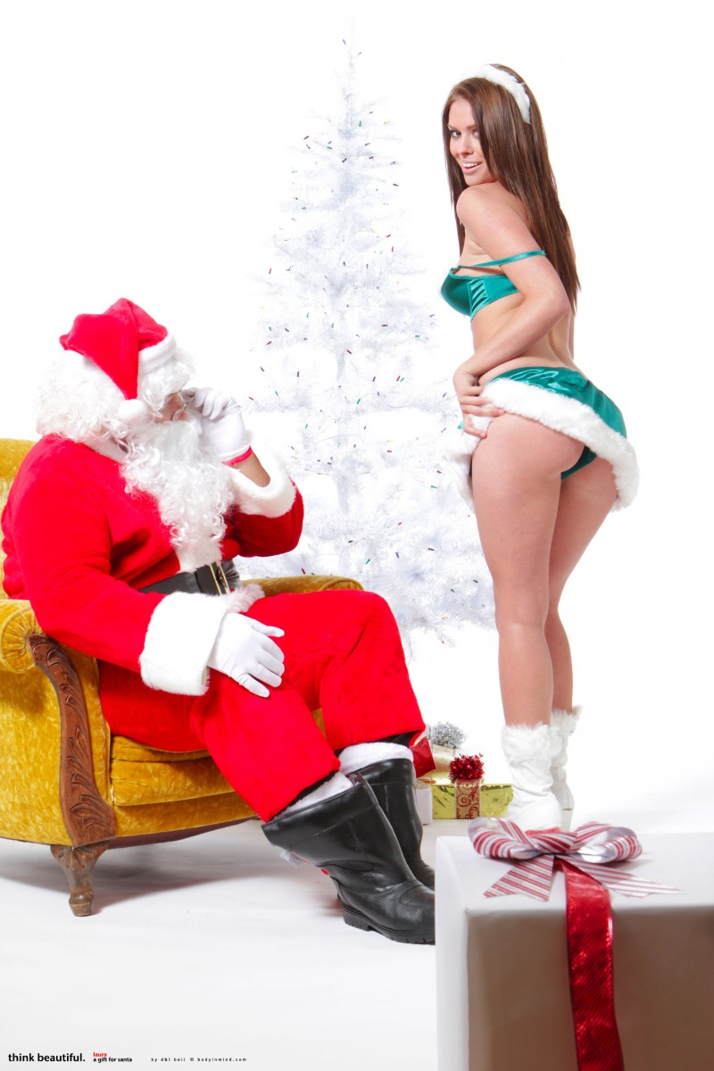 laura-christina-santa-helper-nude-bodyinmind-03