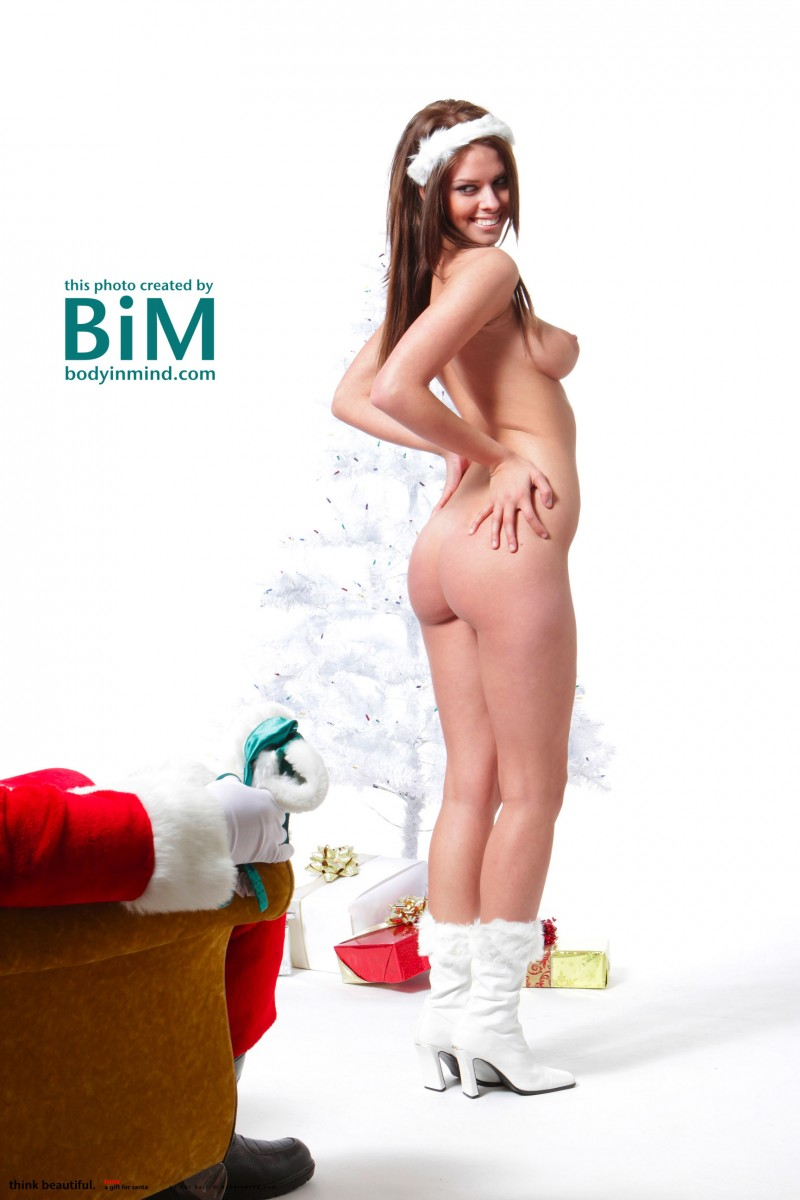 laura-christina-santa-helper-nude-bodyinmind-13