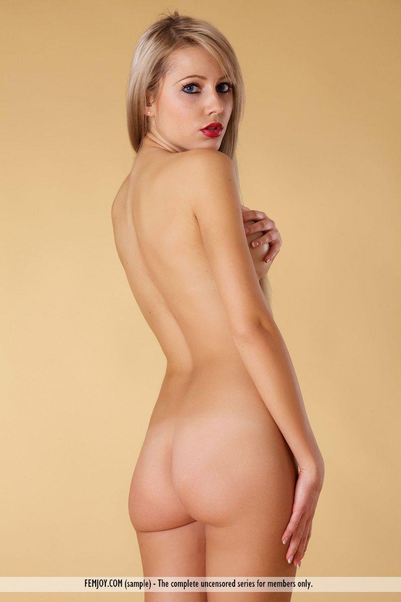 laura-j-nude-blonde-femjoy-04
