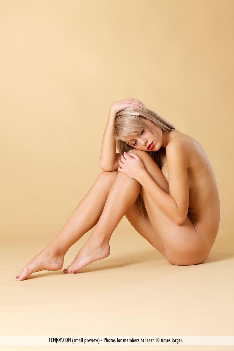 laura-j-nude-blonde-femjoy-05